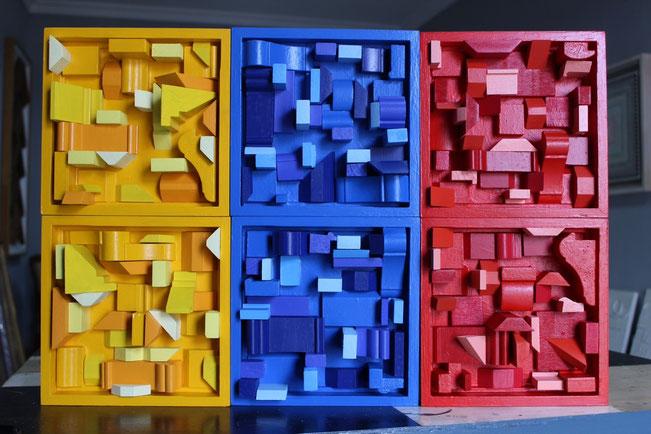 """""""TRICOLOR"""" / Técnica mixta (ensamblaje de madera, marcos con resina, celulares, elementos plásticos) / 120 x 150 cms."""