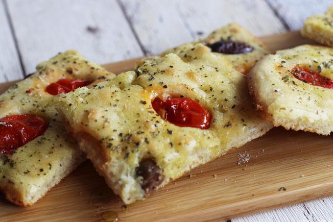 Focaccia mit Tomaten, Oliven und Oregano Oligarto Rezepte