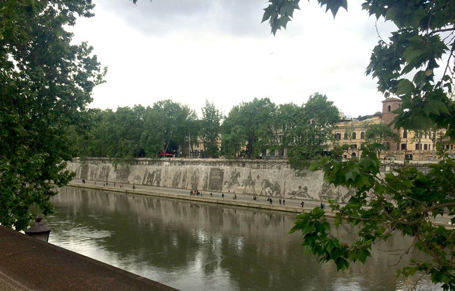 William Kentridge, Triumphs and Laments, fregio, Piazza Tevere (tra ponte Sisto e ponte Mazzini), Roma. Foto by Alessia Paionni