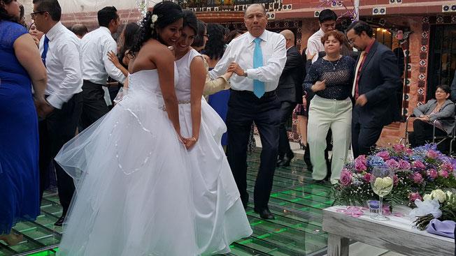 Boda realizada el dia 28 de Noviembre de Marilu y Abigail  con Karaoke Luz y Sonido México como dj para bodas