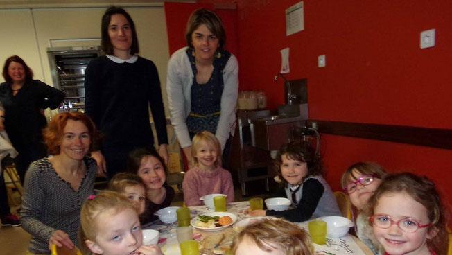 Pain, fruits, jambon, fromage, lait bio pour un petit-déjeuner équilibré. Les élèves de l'école Saint-Gildas, se sont fait plaisir et en redemandent. Ça tombe bien car la démarche se prolongera pendant 3 ans !