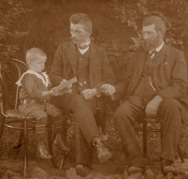 Drei Generationen Frick: Walter mit seinem Vater Hugo und seinem Großvater Jakob um 1911.