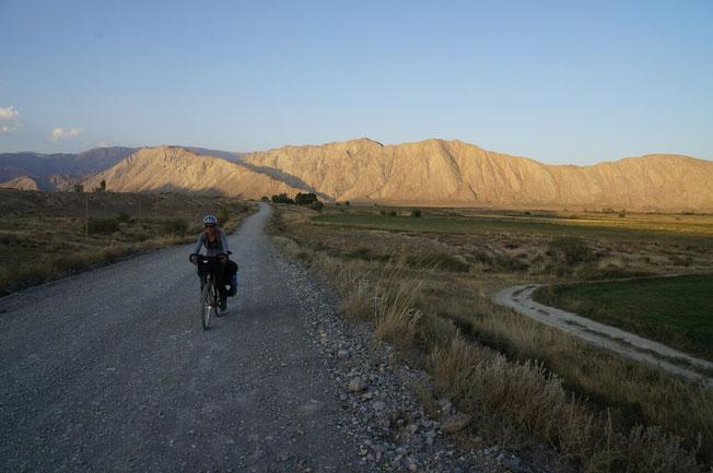 Les derniers km avant Jangi Talap, on se dépêche le soleil va bientôt se coucher!