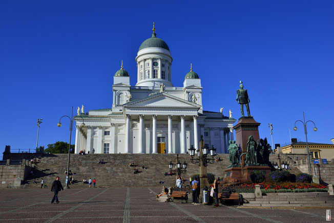 Helsingin Tuomiokirkko / Lutheran Cathedral / Dom von Helsinki  with Senaatitori / Senat Square Senatsplatz (Finland - 09/2014)
