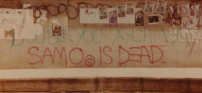 ※5:ソーホーの建物の壁に刻まれた碑文「SAMO IS DEAD」。