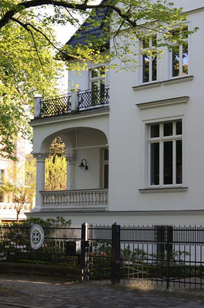 Potsdam Berliner Vorstadt Villengegend beste Wohngegend Wohnhaus Einfamilienhaus Altbau Villa Balkongeländer Balkon Fassade Griechisches Konsulat