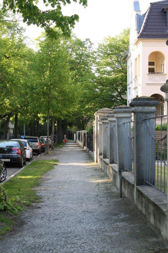 Potsdam Berliner Vorstadt Villengegend beste Wohngegend Wohnhaus Einfamilienhaus Altbau Villa Bürgerstein Menzelstraße