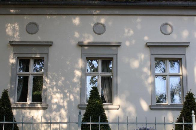 Potsdam Berliner Vorstadt Villengegend beste Wohngegend Wohnhaus Einfamilienhaus Altbau Villa Fenster Faschen