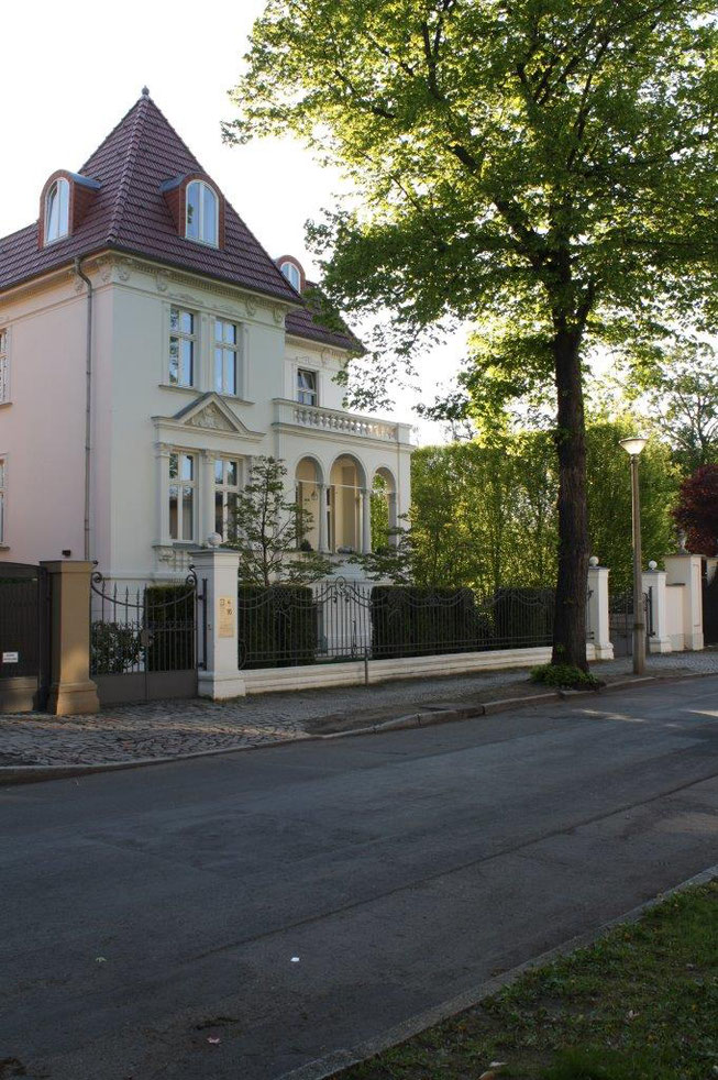 Potsdam Berliner Vorstadt Villengegend beste Wohngegend Wohnhaus Einfamilienhaus Altbau Villa Unternehmervilla Metallzaun