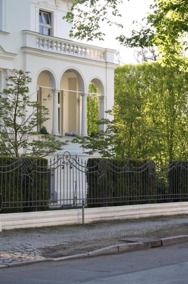 Potsdam Berliner Vorstadt Villengegend beste Wohngegend Wohnhaus Einfamilienhaus Altbau Villa Jugendstilzaun Metallzaun