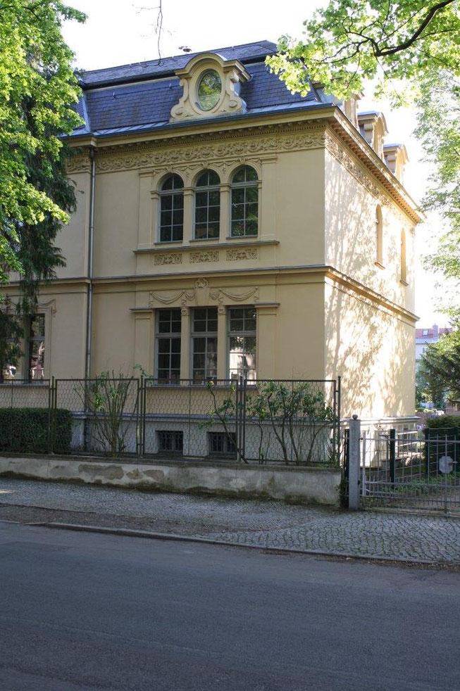 Potsdam Berliner Vorstadt Villengegend beste Wohngegend Wohnhaus Einfamilienhaus Altbau Villa Berliner Zaun Fassade Gaube