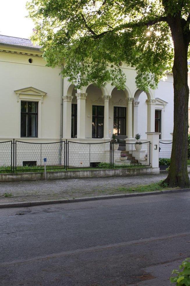 Potsdam Berliner Vorstadt Villengegend beste Wohngegend Wohnhaus Einfamilienhaus Altbau Villa Beriner Zaun Hauseingang