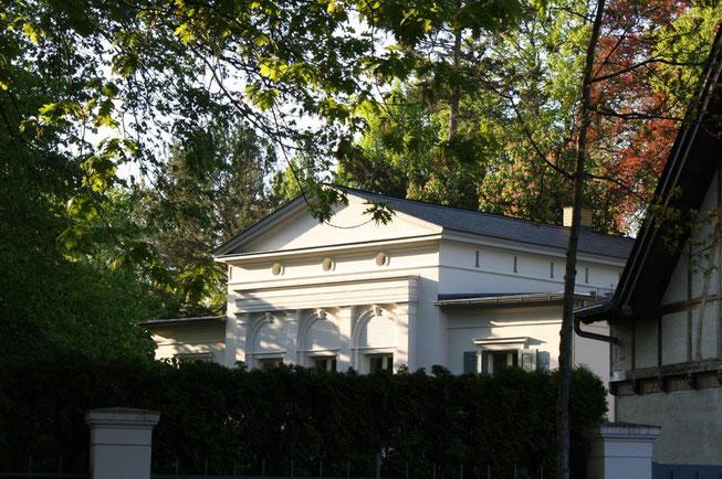Potsdam Berliner Vorstadt Villengegend beste Wohngegend Wohnhaus Einfamilienhaus Altbau Villa Klassizismus Preussen Weiß geputzte  Fassade