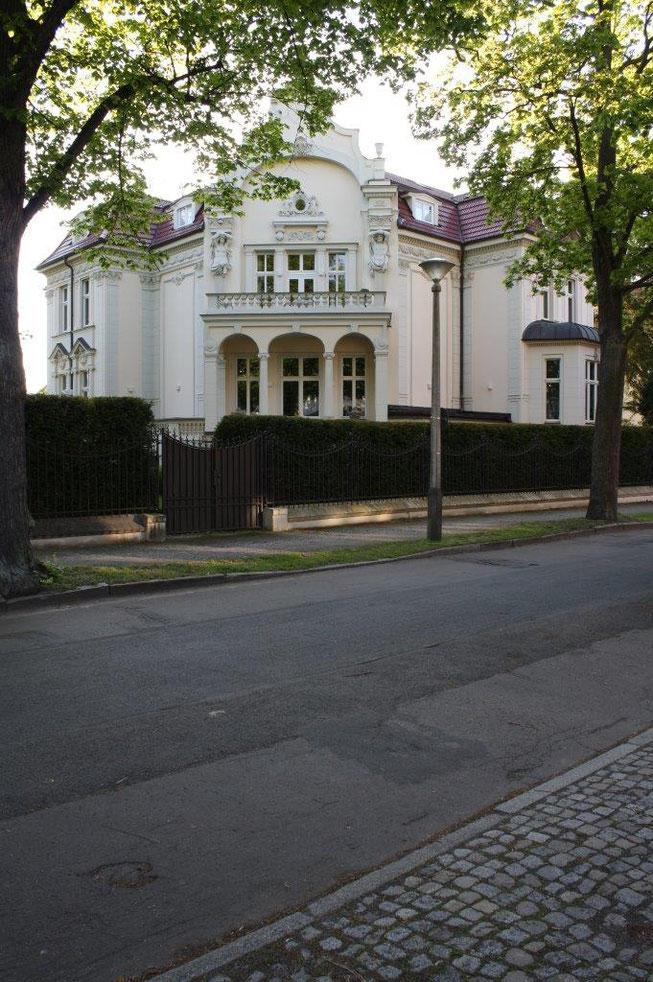 Potsdam Berliner Vorstadt Villengegend beste Wohngegend Wohnhaus Einfamilienhaus Altbau Villa Metallzaun Zaunanlage