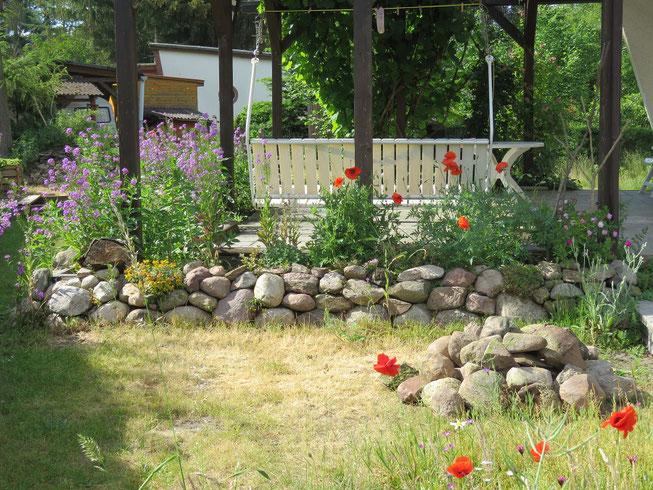 Trockenmauer aus Feldsteinen