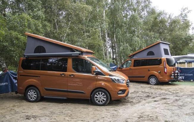 Oranger Ford Nugget mit Aufstelldach
