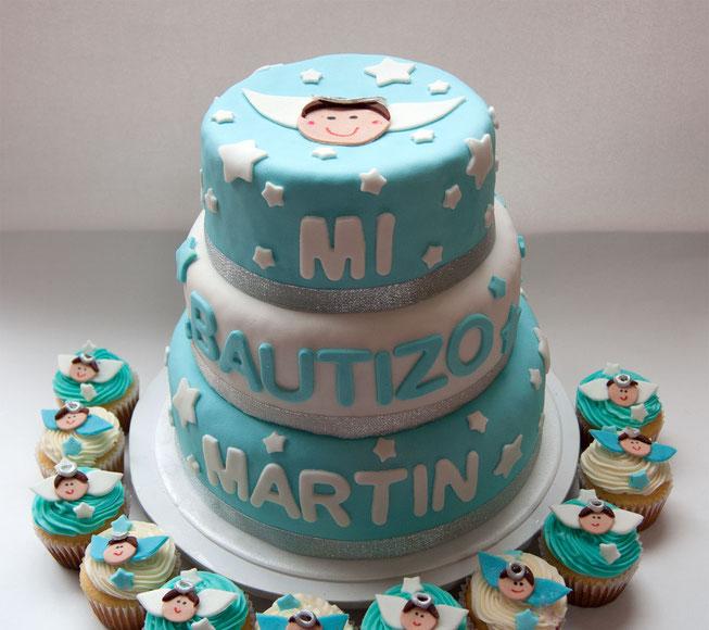 el pastel de bautizo