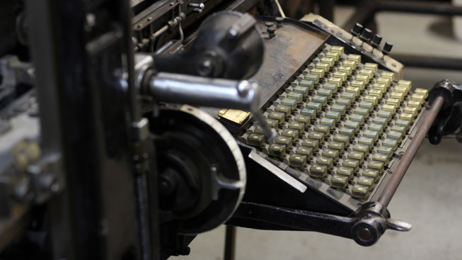 The Linotype keyboard, which has 90 keys (uppercase on one side, lowercase on other), situated according to frequency of use.