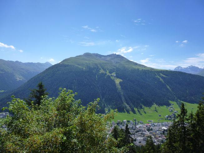 Blick von der Schatzalp auf Davos und das Jakobshorn.