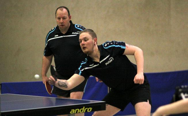 Starke Mitte: Domink Schäfers (vorne) und Michael Bähr verloren zwar ihr Doppel, holten im Einzel dann aber insgesamt drei von vier möglichen Punkten.