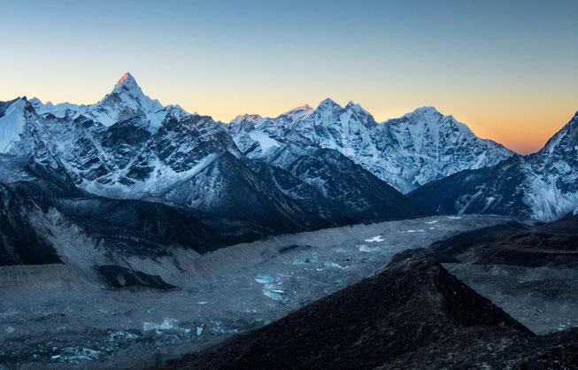 Wunderschöne Stimmung. Der markante Berg ist die Ama Dablam - mein Lieblingsberg.