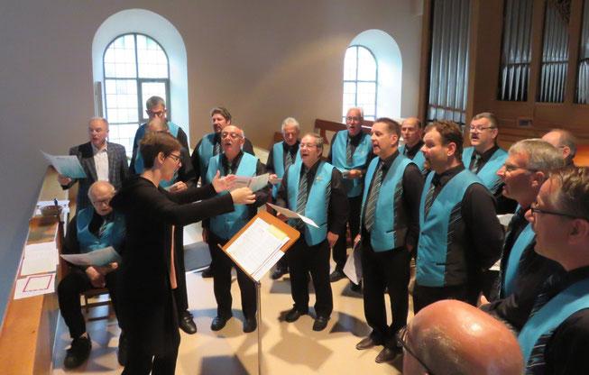 Der Männerchor Wittnau bei der Vorprobe in der Kirche.
