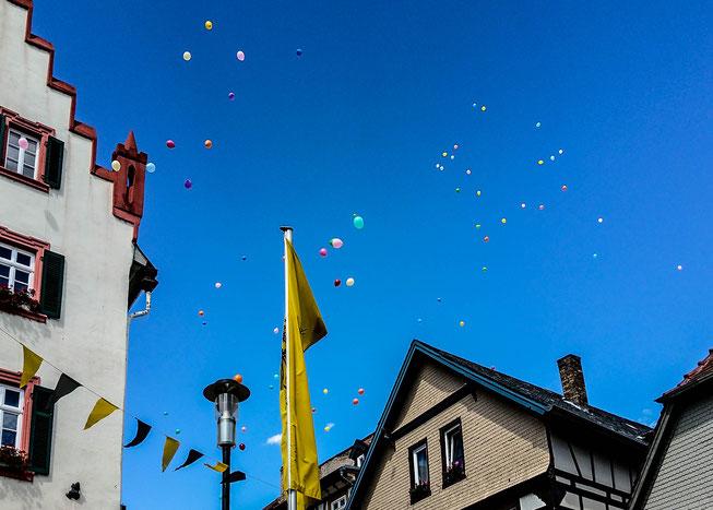 Oppenheim lässt zum Stopp der VOR-TOUR Ballons in die Luft steigen.
