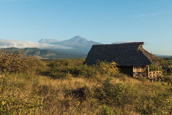Luxury Tent - im Hintergrund Kibo und Mawenzi