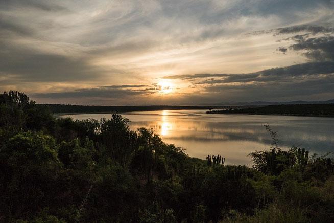 Sonnenaufgang über dem Kazinga Channel - Blick von der Channel Campsite No. 1