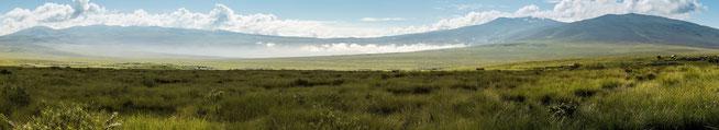 Embulbul Depression mit den Kratern Losirua und Lolmalasin im Hintergrund