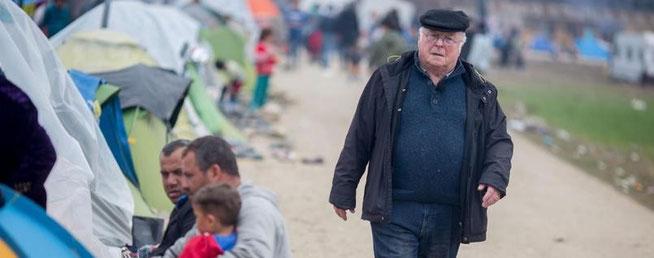 Der ehemalige Sozialminister Norbert Blüm besucht das Flüchtlingslager in Idomeni an der Grenze zwischen Griechenland und Mazedoni...Foto: dpa