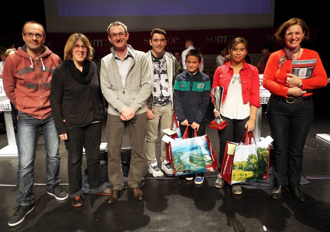L'équipe de Longueau accompagnée de M. le Principal, du professeur d'Espagnol et les animateurs du CAJ