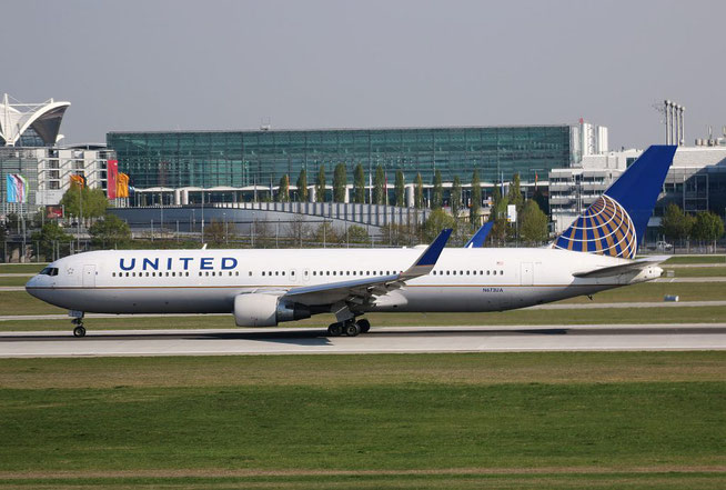 "B 767-322ER "" N673UA ""  United Airlines -1"