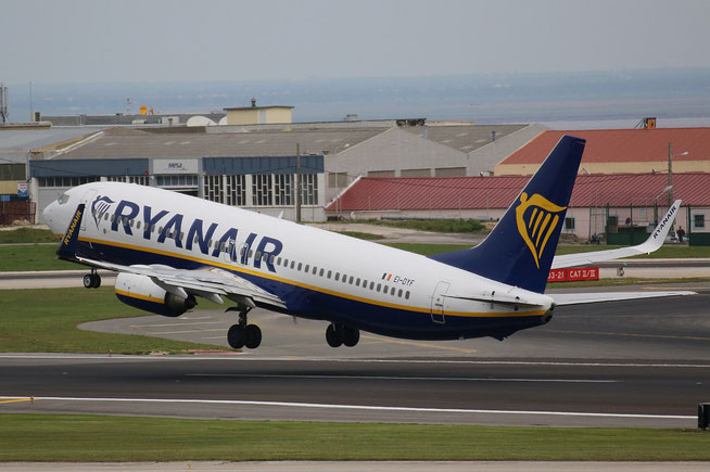 "B 737-8AS (W)  "" EI-DYF ""  Ryanair -1"