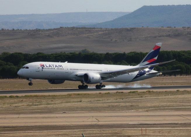 "B 787-9  "" CC-BGG ""  LATAM Chile -1"
