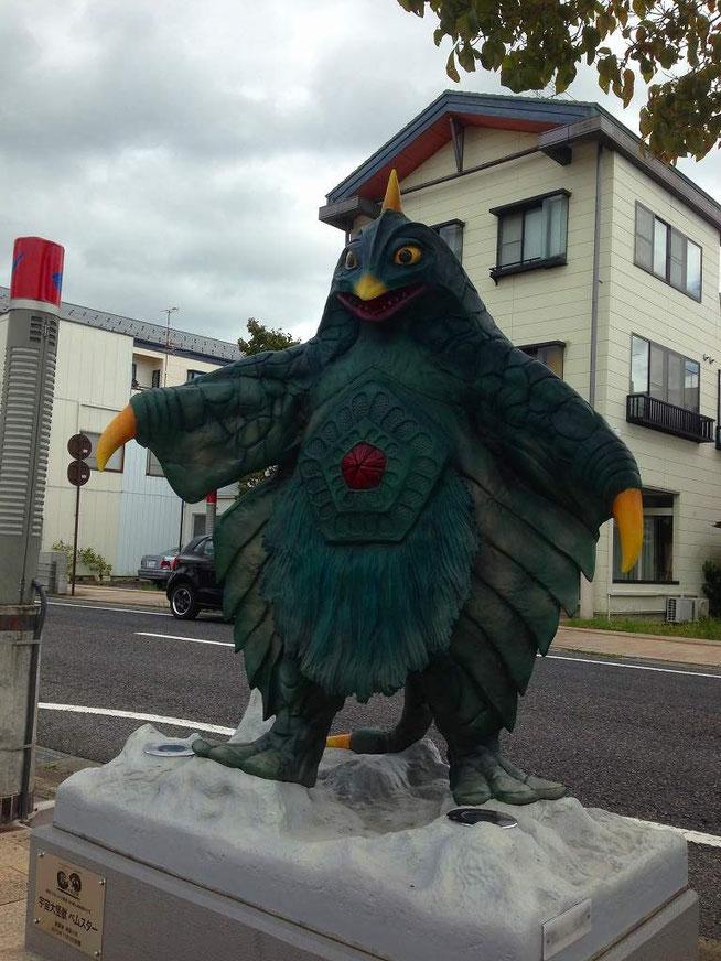 ベムスター 須賀川ウルトラマン通り(松明通り)