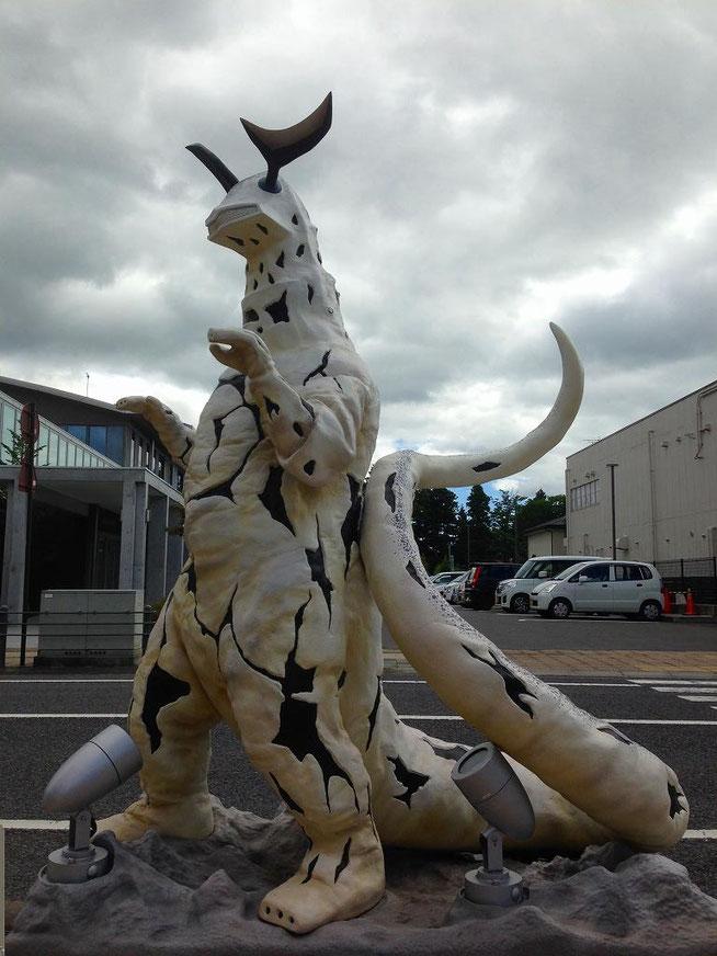 エレキング 須賀川ウルトラマン通り(松明通り)
