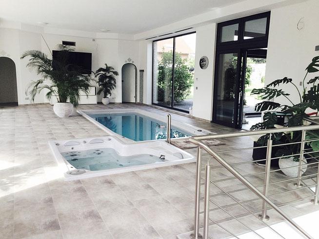 swimspa mit whirlpool. Black Bedroom Furniture Sets. Home Design Ideas
