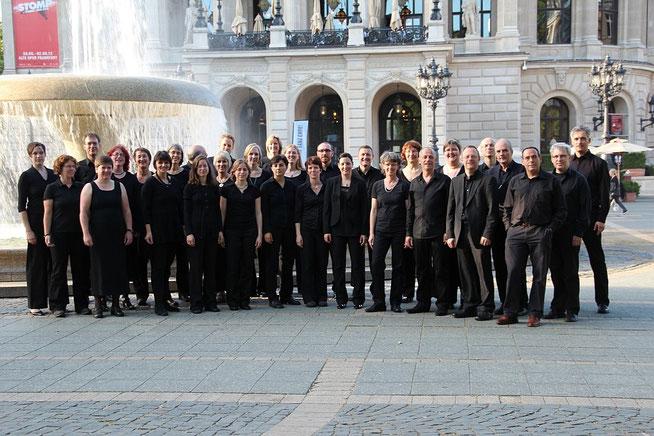 Das Bonner Vokalensemble vor der Alten Oper Frankfurt, 2012