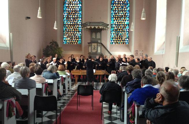 Das Bonner Vokalensemble in der Evangelischen Kirche Oberwinter. Foto: Bonner Vokalensemble