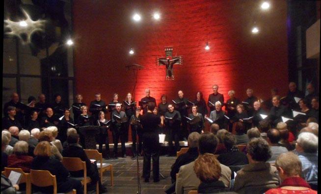 Das Bonner Vokalensemble in der Emmaus-Kirche, Bonn. Foto: Karola Faber