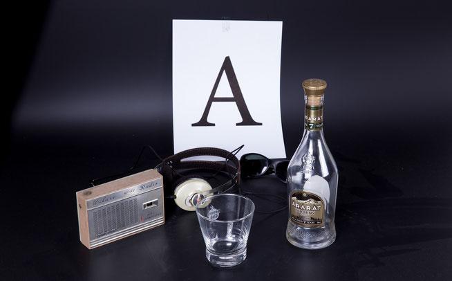 Foto: Lothar Walter. Eine Flasche Ararat im Selbstversuch vom Autor getestet – ausschließlich zur Recherche von REAL FICTION!