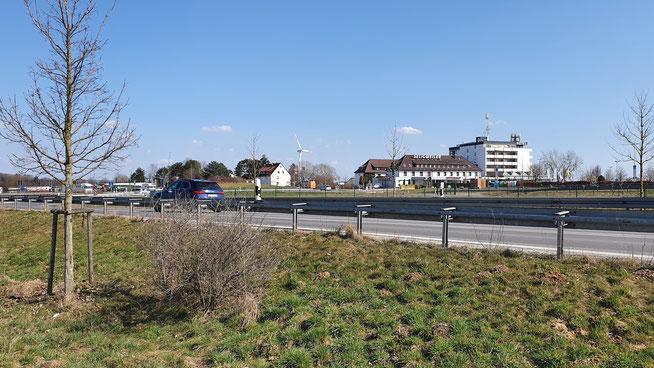 Blick auf Hotel Seligweiler mit Autohof...