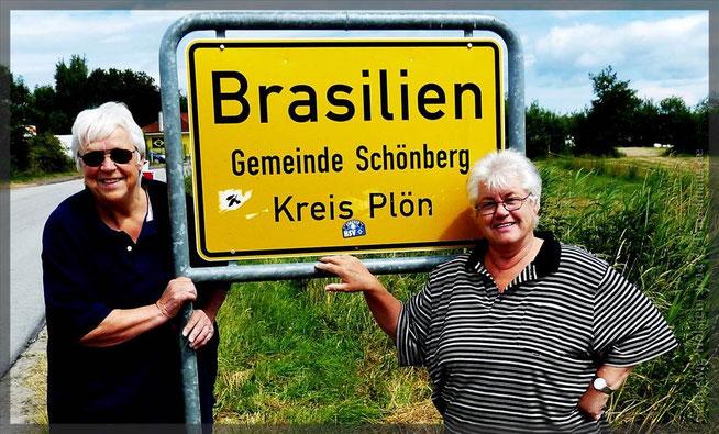 Wir sind in Brasilien und gucken hier das Fußballspiel Deutschland gegen USA am 26.6.14