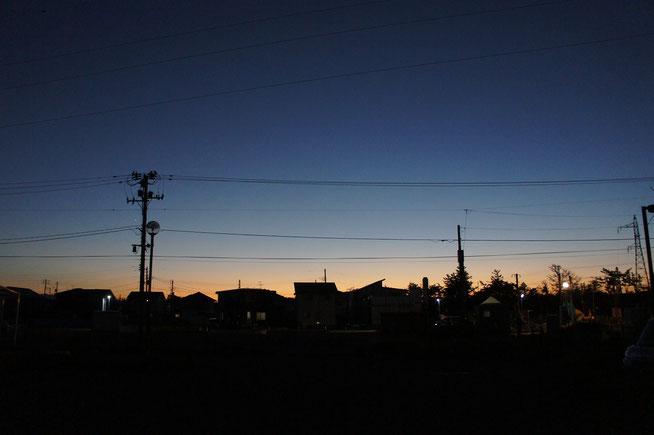 清々しい夕刻の景色を眺めながら深呼吸。すると、おとなりからいい匂いがしてきました