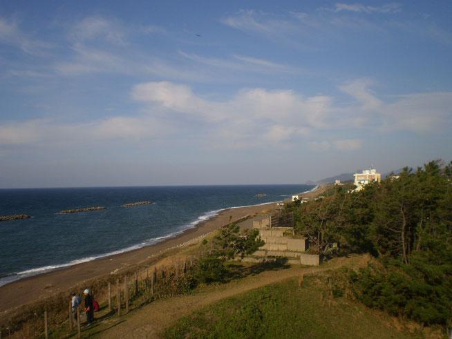 今日の鵜の浜温泉。日本海から吹きつける浜風に、秋の匂いがしました