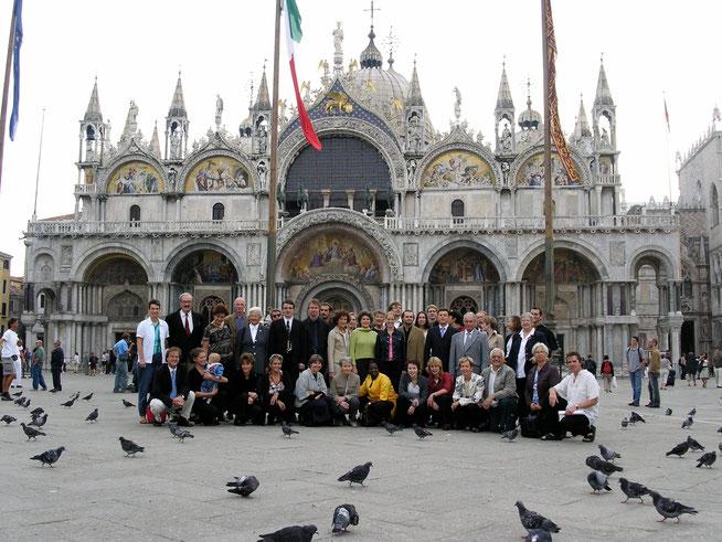 Der Chor mit Anhang vor der Basilica di San Marco.
