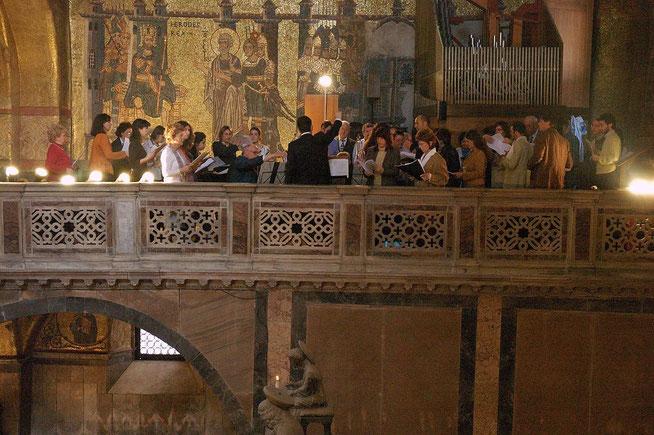 Gottesdienst im Markusdom mit dem Stifts-Chor und der Cappella Marciana di San Marco.