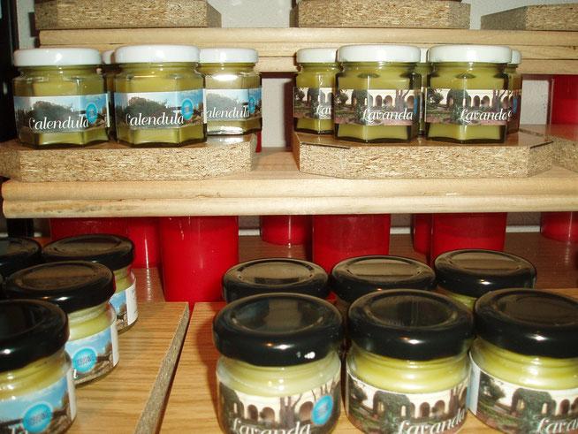 Cremas elaboradas con productos naturales y plantas cultivadas en el monasterio. Sin prisa, con calma y tesón.