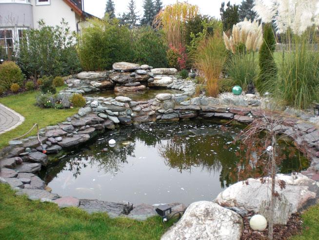 Teich mit Wasserlauf Gartengestaltung Rübner Schwabach